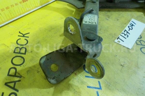 Фиксатор кабины Mazda Titan 4HF1 Фиксатор кабины 4HF1 1998  W413-56-A10B