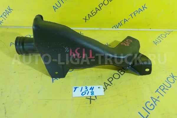 Патрубок воздуховода Mazda Titan 4HF1 Патрубок воздуховода 4HF1 2001  W611-61-15YA